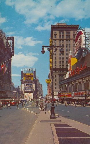 Times Square Hotel Astor Left Loew S State Theatre With New Bond Cloth Store With Pepsi Sign R Times Square New York Aesthetic Wallpapers Aesthetic Pictures