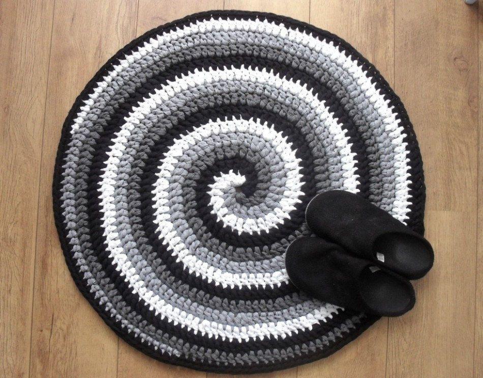 Crochet Rug Pattern Black White And Gray Spiral Crocheted Rug