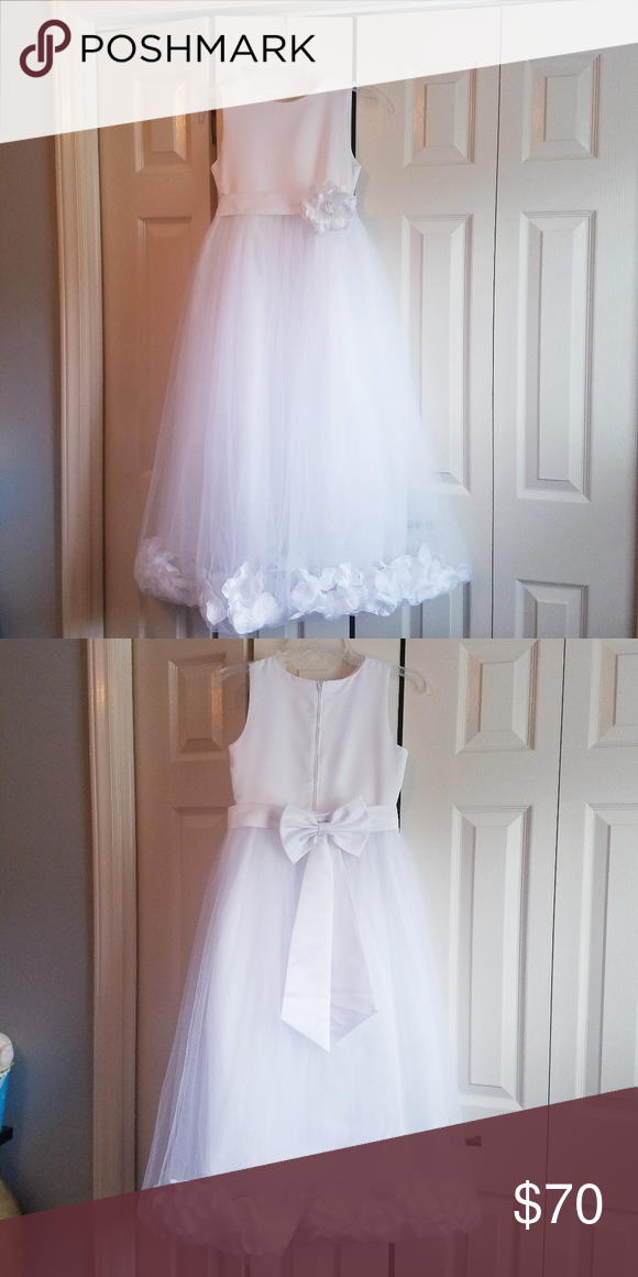 ef6fb47ffcb0 Flower Girl/First Communion Dress Pictures do not do this beautiful dress  justice. This dress was worn once for my daughter's First Communion.