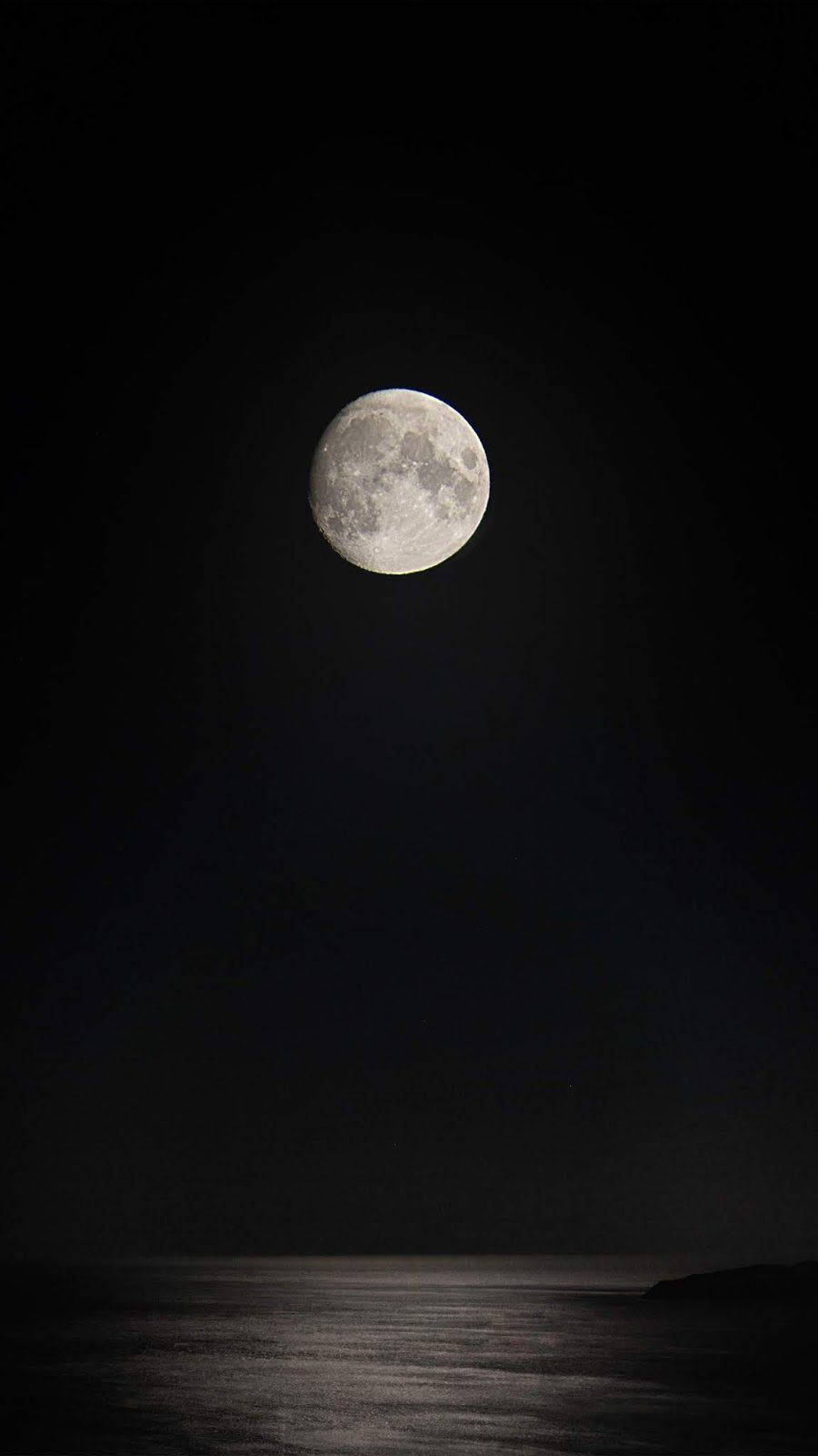 Midnight Full Moon In 2020 With Images Dark Wallpaper Iphone Black Hd Wallpaper Iphone Black Phone Wallpaper
