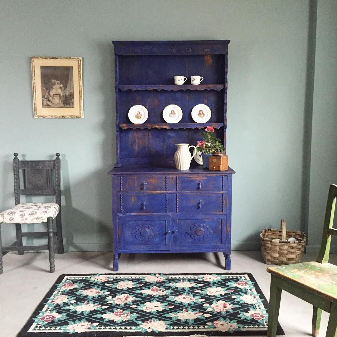 Cabinet By Annie Sloan In Napoleonic And Greek Blue Chalk Paint And Scraped To Showcase Scandinavian Pink Gorgeous Kreidefarbe Grune Kommode Bemalte Mobel