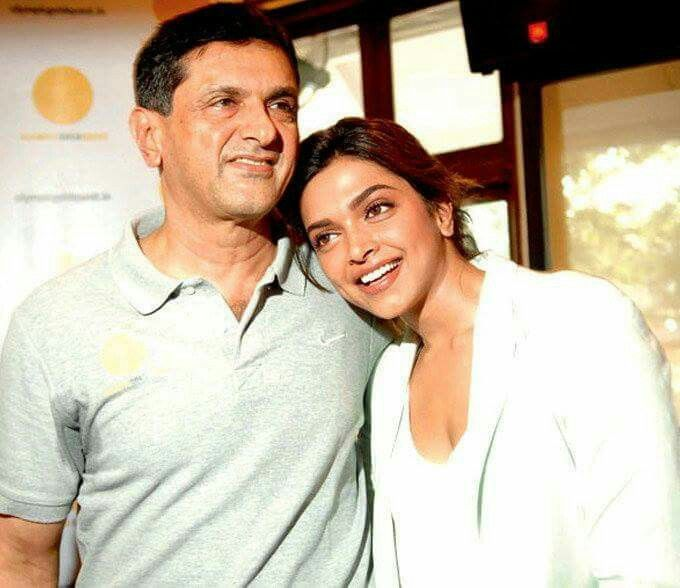 Father With Deepika Padukone 3 Loveyoumom Cutest Picture Ever Deepika Padukone Bollywood Photos