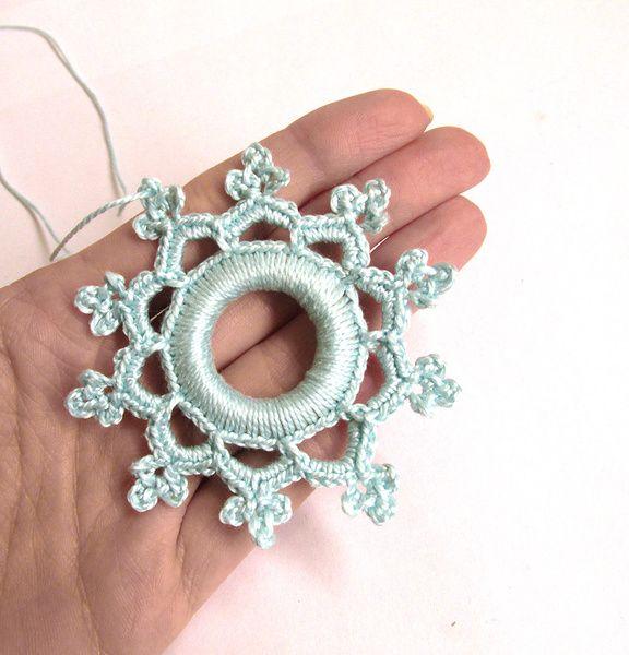 Photo of Gehäkelte Schneeflocke Ornament für verschiedene Zwecke. Entweder Dekoration v…