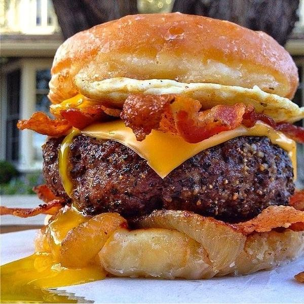 """FoodPics on Twitter: """"Cheese Bacon & Egg Burger & Tater Tots https://t.co/QJbN11Dw5G"""""""