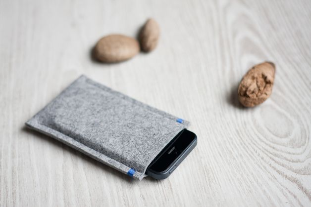 Perfect gift for Him. Simple personalized iPhone 6 case made of gray felt – a unique product by SabineBC via en.DaWanda.com