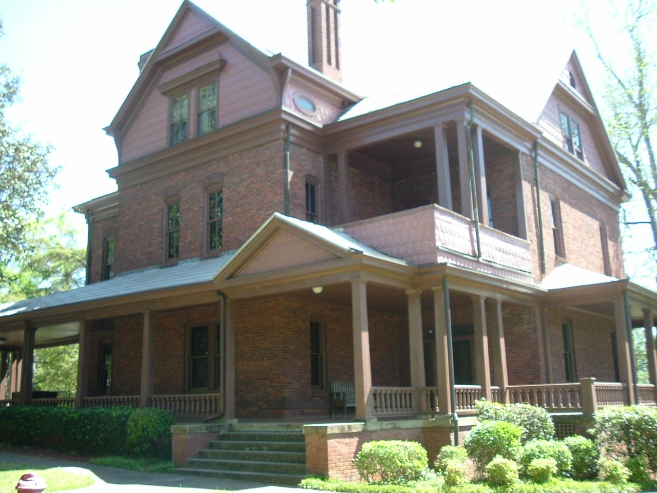 The Booker T. Washington's house (The Oaks) is located at