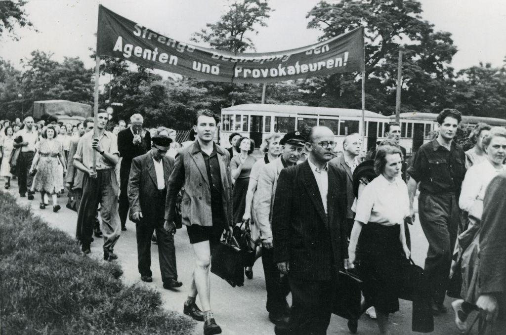 Exponat: Regierungsfreundliche Demonstration in Berlin (Ost), 1953