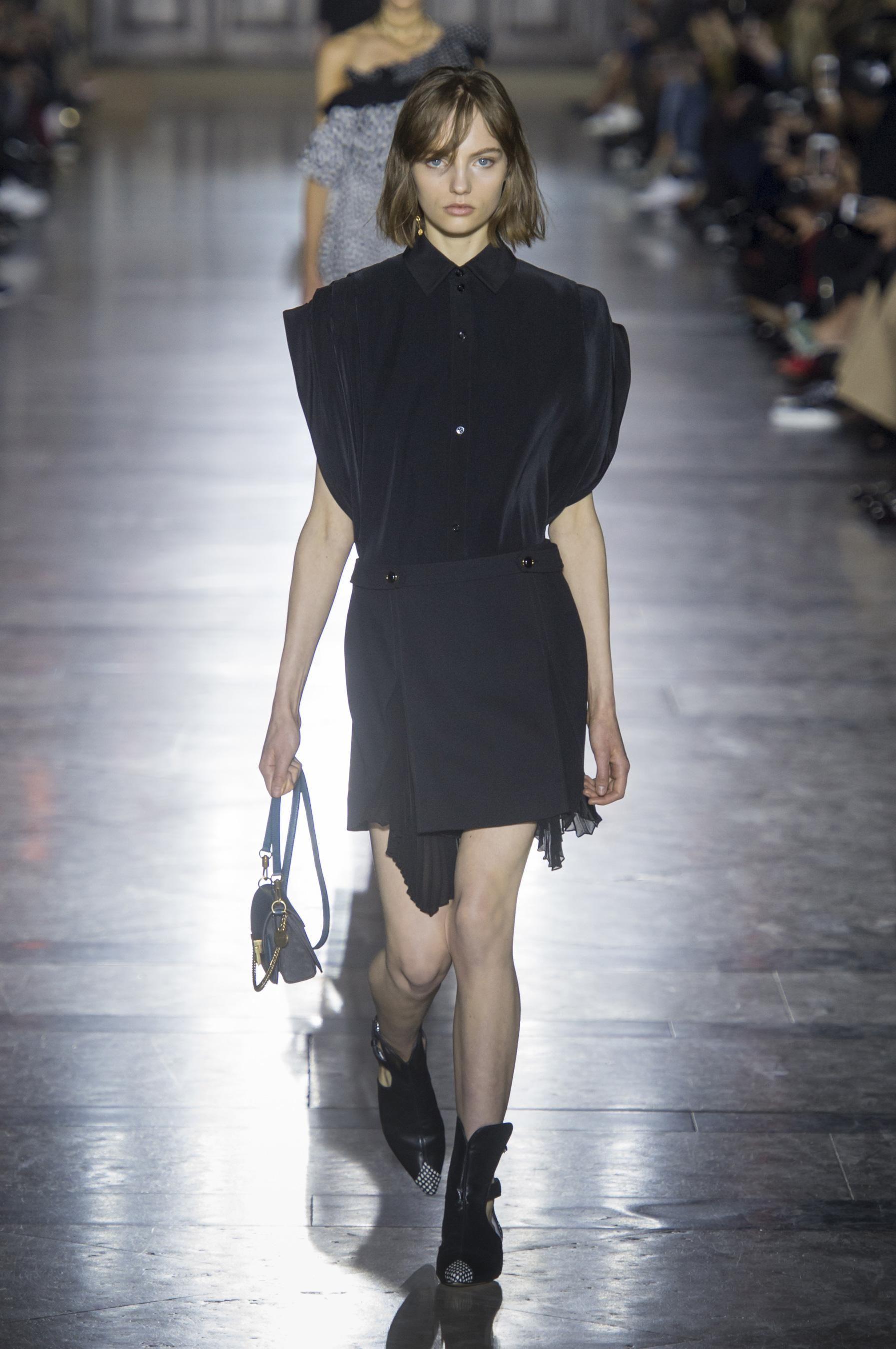 83aa4659cb90b Défilé Givenchy Printemps-été 2018 Prêt-à-porter - Madame Figaro