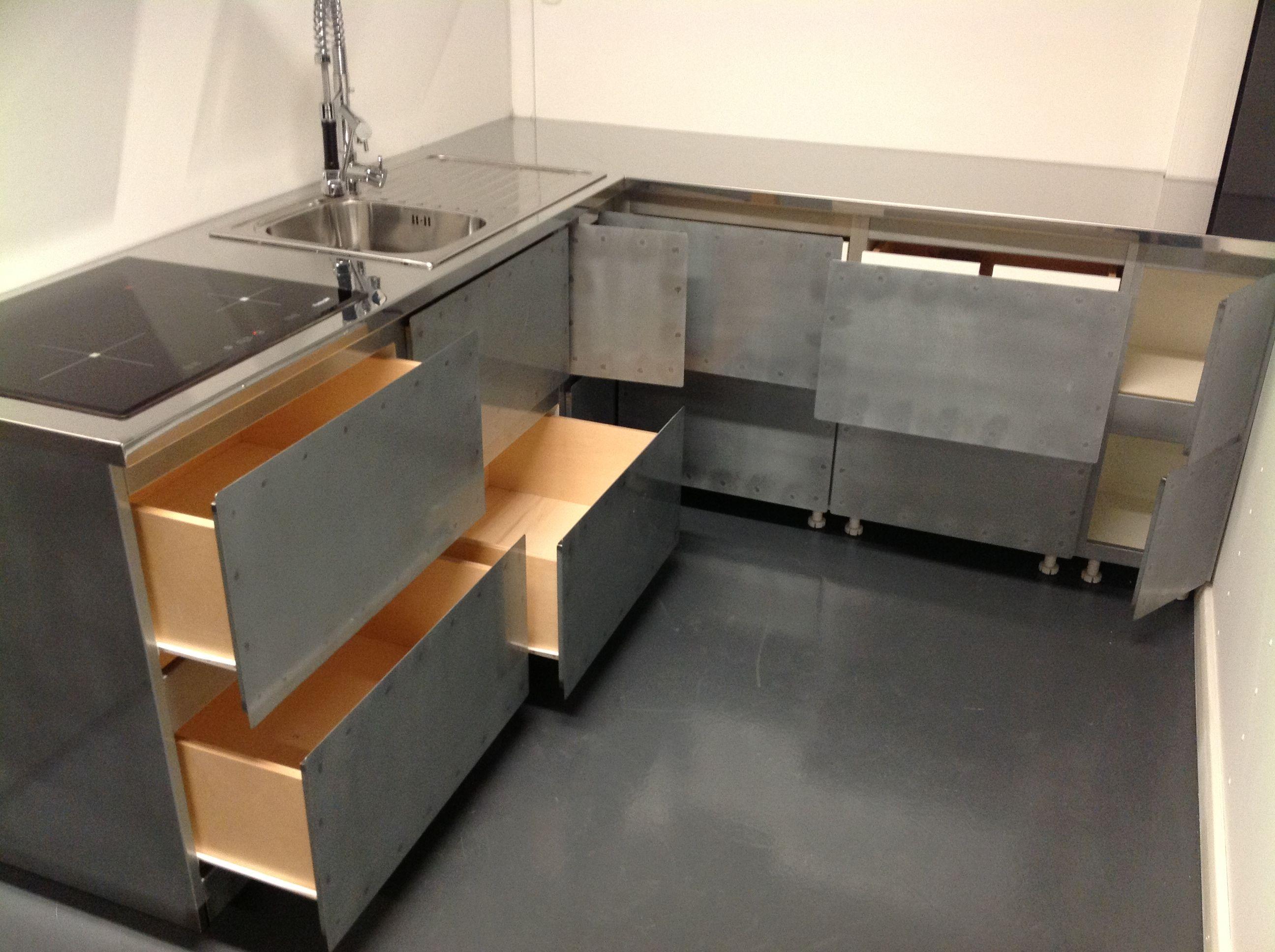 Cucina in ferro con top in acciaio. Per altre foto http://www ...