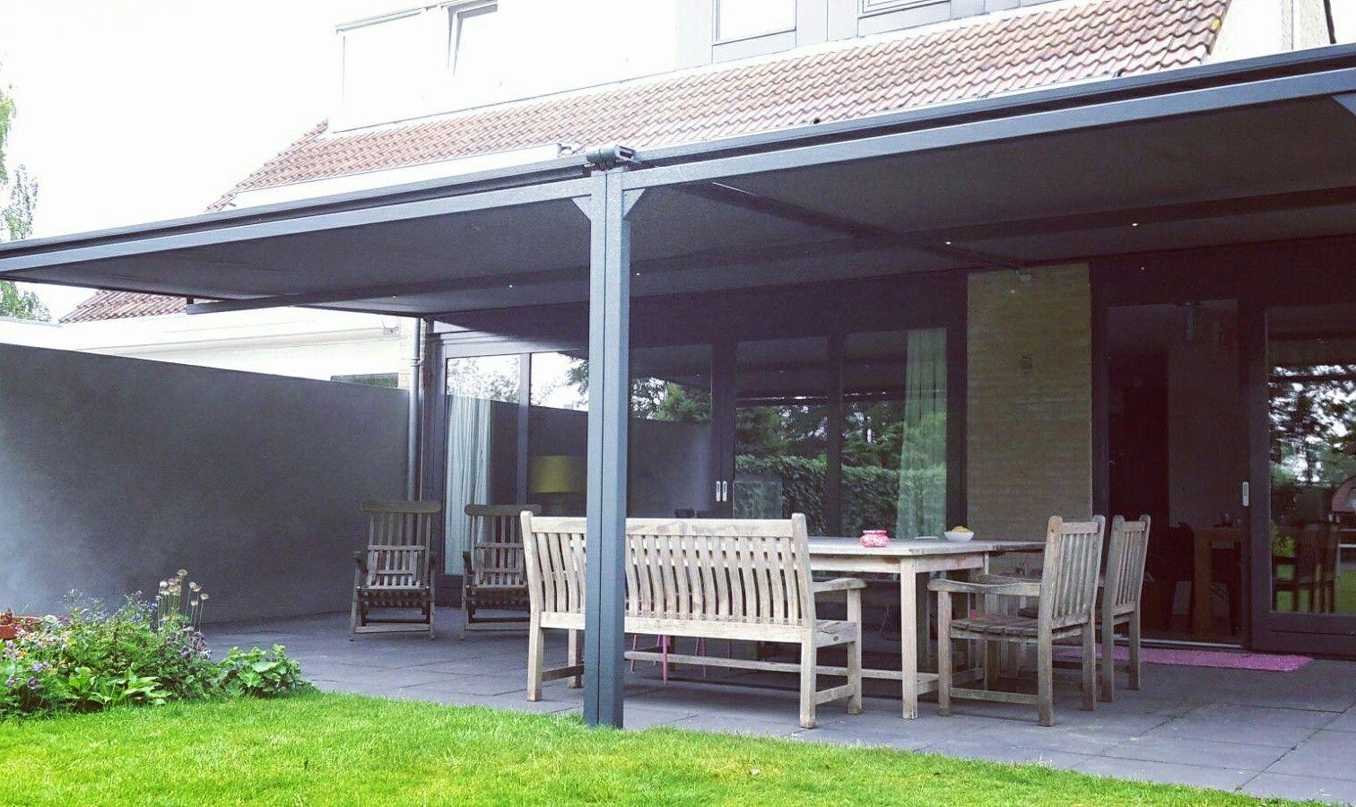 terrasoverkapping met elektrisch bedienbaar zonweringdoek en verlichting zonwering overkapping veranda