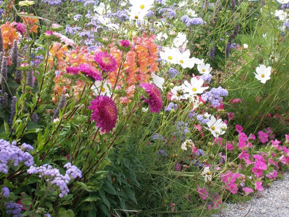 Bauerngarten anlegen gestalten und bepflanzen for Strebergarten gestalten
