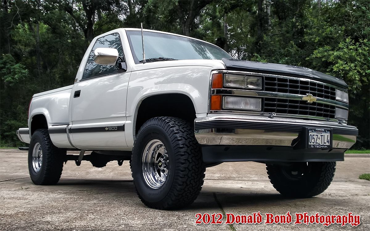 1990 Chevy Silverado 2wheel Drive With A 4 Lift Kit 32x11 5x15 S And Only 119 000 Original Miles Chevrolet Trucks Chevy Trucks Pickup Trucks