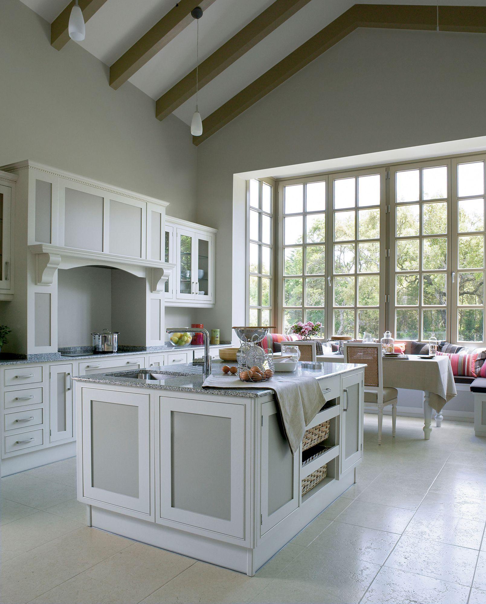 Cocina Con Muebles Blancos Isla Y Bow Window_ 00234685 Casa  # Muebles Blancos