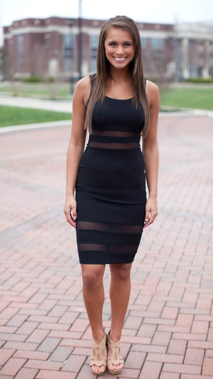40 Affordable College Graduation Outfits Ideas For Spring #graduationdresscollege