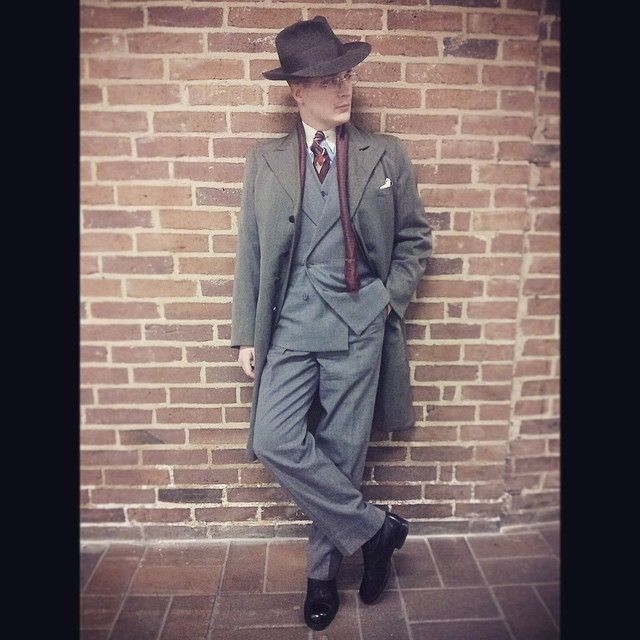 Yesterday. #suit #dbsuit #fedora #hat #mensstyle #mensfashion #menshat #dapper #noir #gosse #shoeporn #shoegazing #vintage #bespoke #orvar
