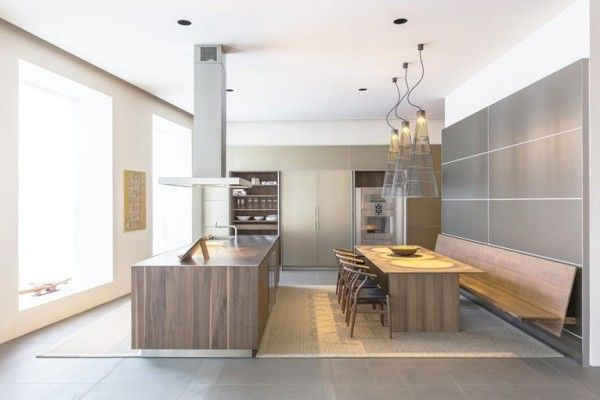 Bulthaup B3 Wood Island With Aluminum Tall Cabinets Beautiful Combination Of Cold And Warm Materials With The Perfect Acc Bank Kuche Kuchenbank Moderne Kuche