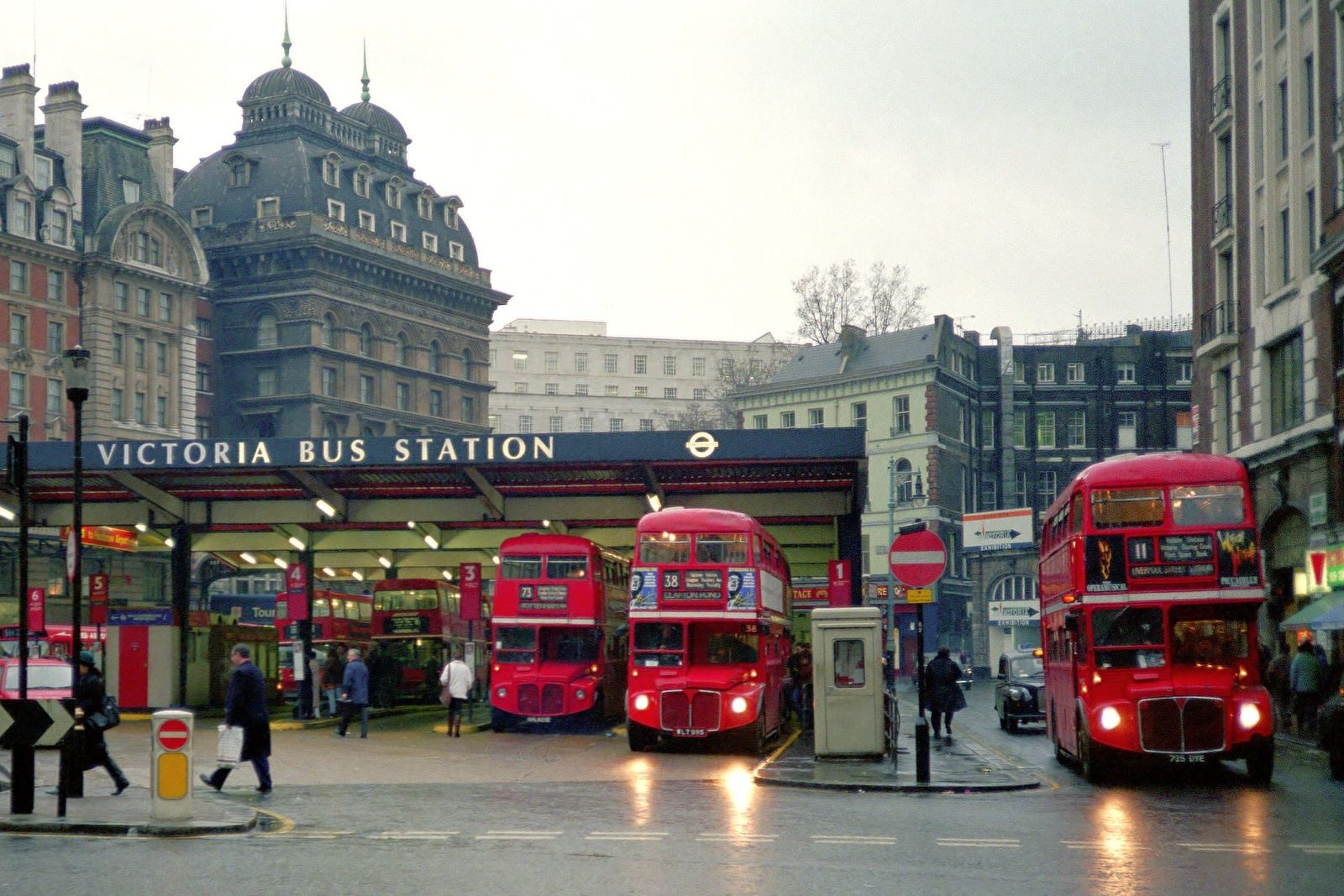 Pin By Claudia Rodler On London Victoria Station London Victoria London Victoria City