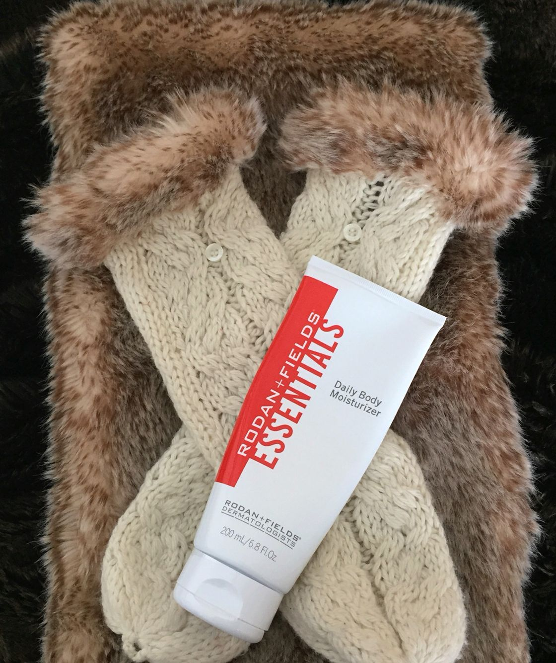 Time to Bundle Up! ❤️ Turns out I left my insulated, waterproof gloves in Delaware -- whoops! So glad I have my moisturizer, since dry skin makes cold weather feel even colder! ❄️ Our formula features RF-Dcell, which is clinically proven to make skin more resilient to the climate-induced stressors (uh -- snow storm!) that cause skin to feel dry, tight and uncomfortable. Perfect for this winter wonderland! #RodanandFields #JanieBainesRandF #snowday #StormJonas #moisturizer #lotion #nongreasy