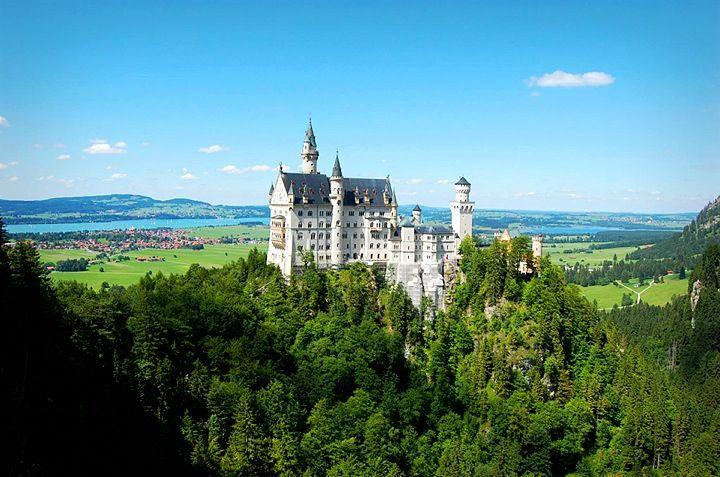 Schloss Neuschwanstein In Fussen Germany Europe Schlossneuschwanstein Fussen 퓌센 노이슈반슈타인성 유럽여행 유럽 여행 도시