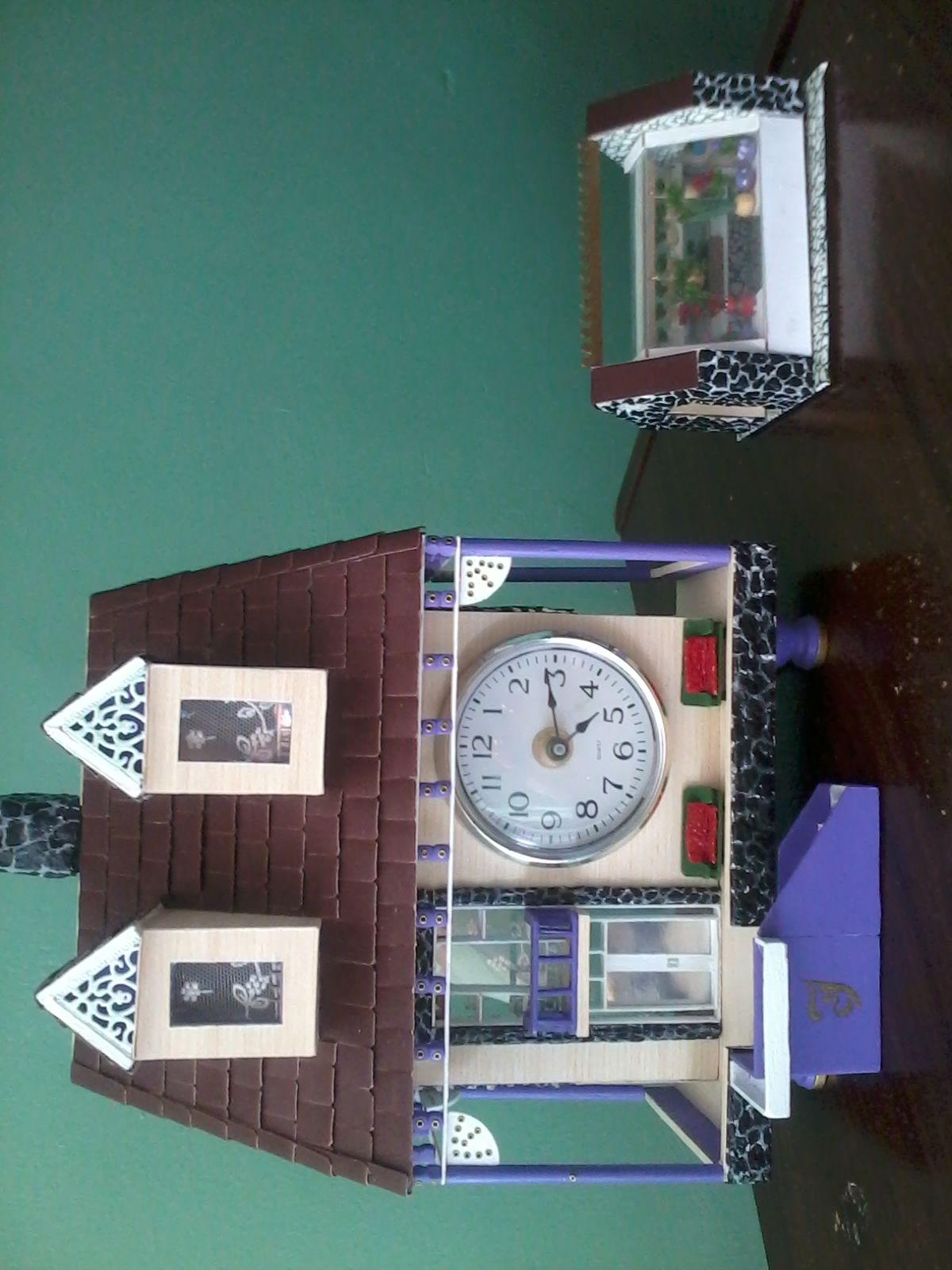 Reloj con Invernadero hecho con madera por mi mismo