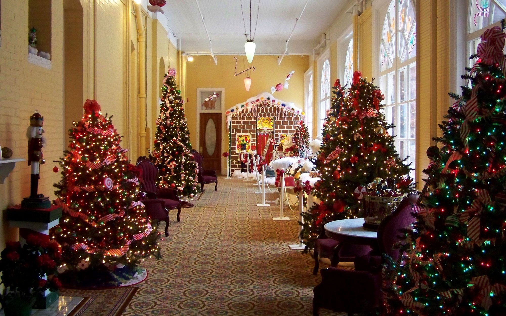 Best Christmas Lights In Colorado Springs 2020 America's Best Hotels for Christmas in 2020 | Glenwood springs