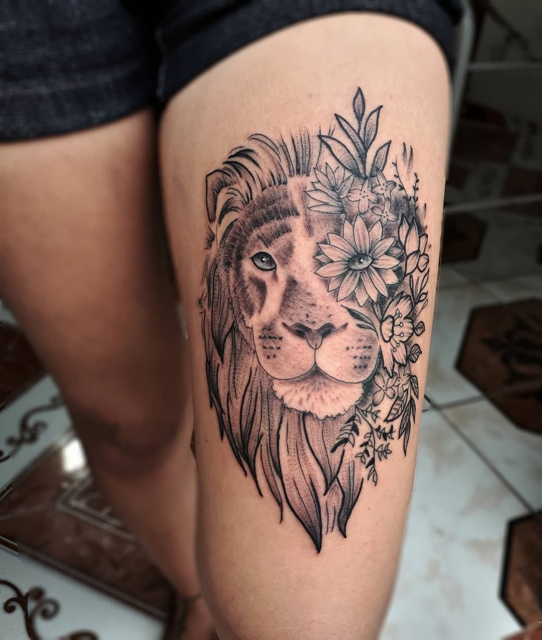Awesome Lion Tattoo Ideas C Tattoo Artist Felipe Dalio Awesomelionphotos Foot Tattoos Tattoos For Women Girly Tattoos