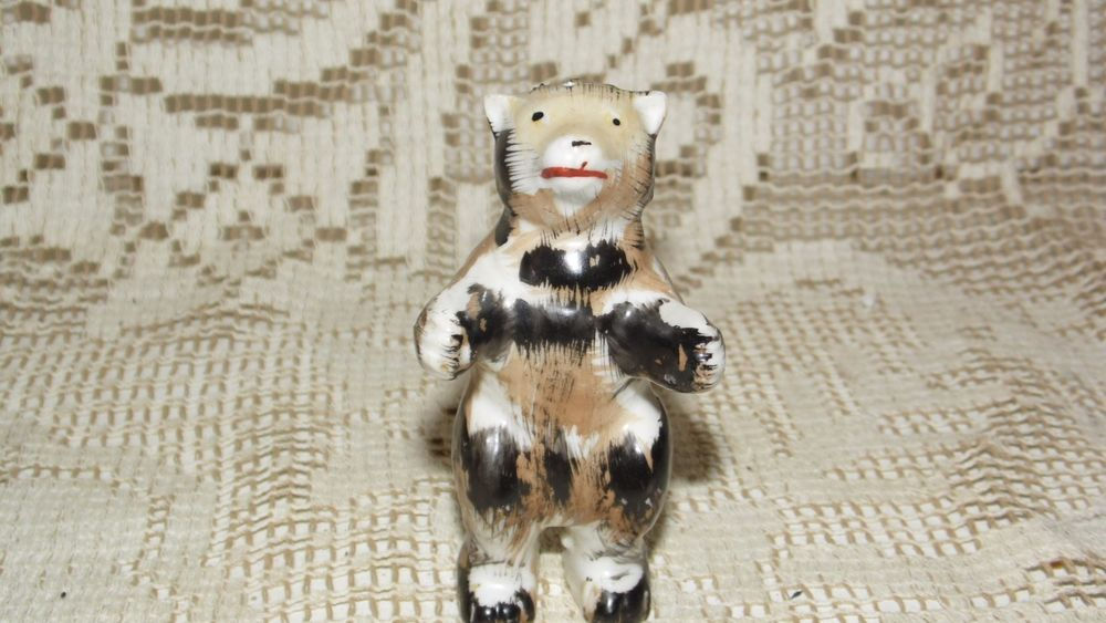 VINTAGE PORCELAIN BEAR SALT SHAKER JAPAN