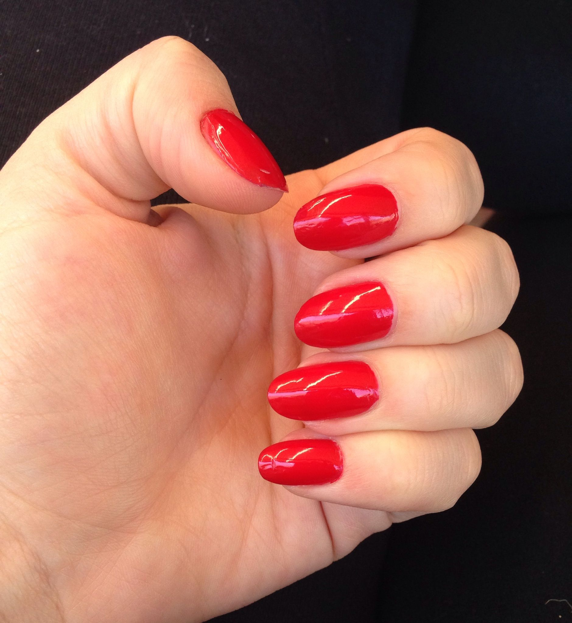 Round red nails | Makeup & Hair | Pinterest | Red nails, Double team ...