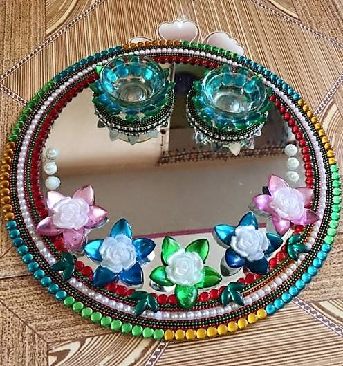 Get diy aarti thali ideas for diwali decorate pooja thali for Aarti thali decoration pictures