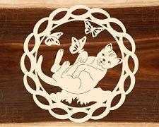 Fensterbild Katze mit Schmetterlingen - natur - Holz