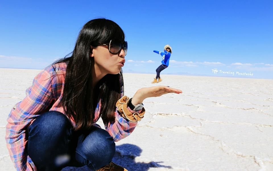 在鹽湖一定要玩的借位照!! #uyuni #Bolivia #slatflat #玻利維亞 #烏尤尼 #三日團
