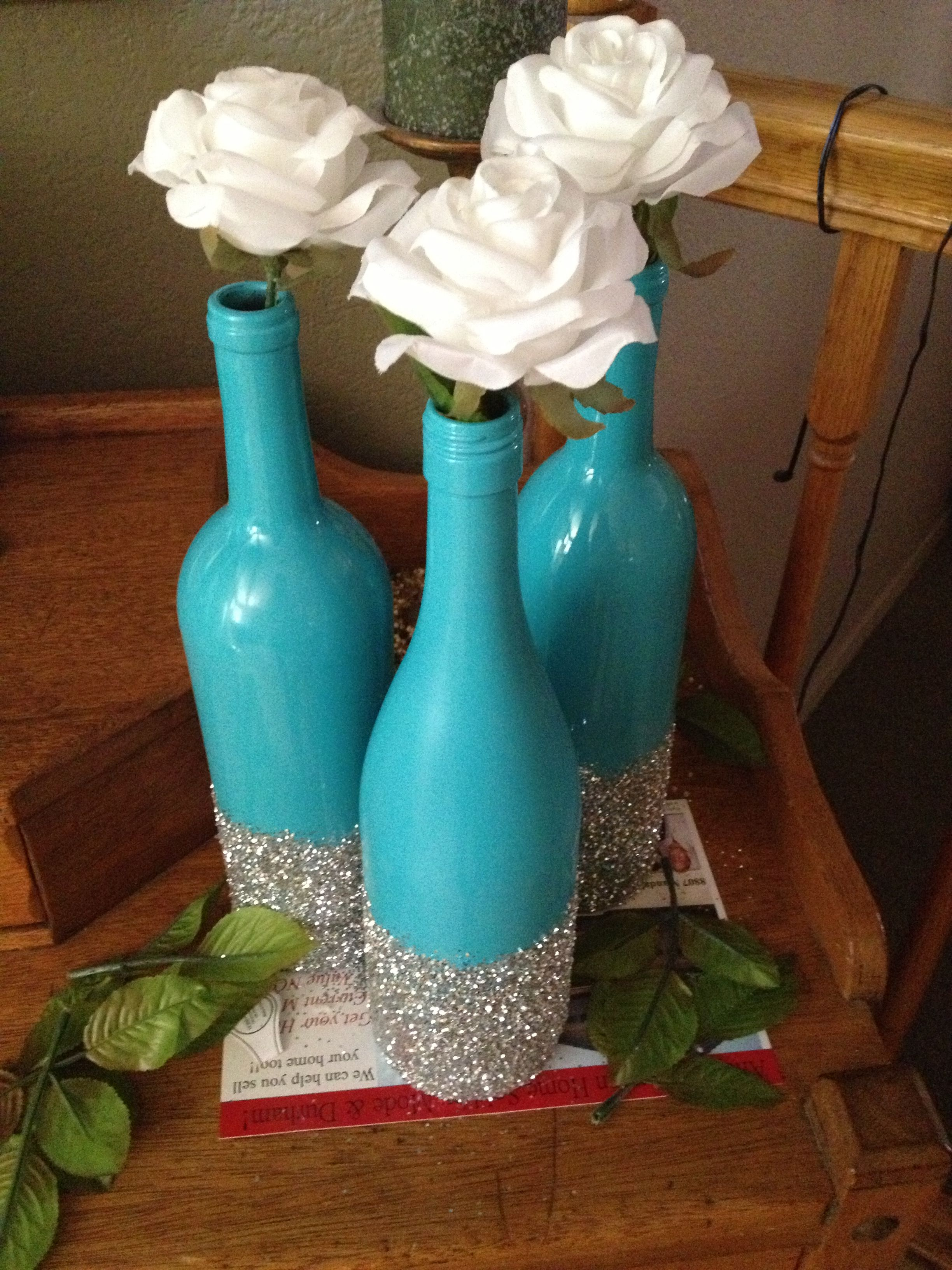 Decorating Wine Bottles With Glitter All You Need Are Wine Bottles Spray Paint And Glitter Easy Diy
