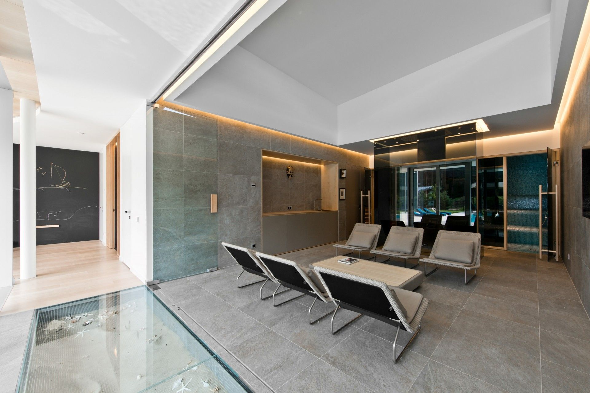 Rest room glass and sand floor modern residential house interior
