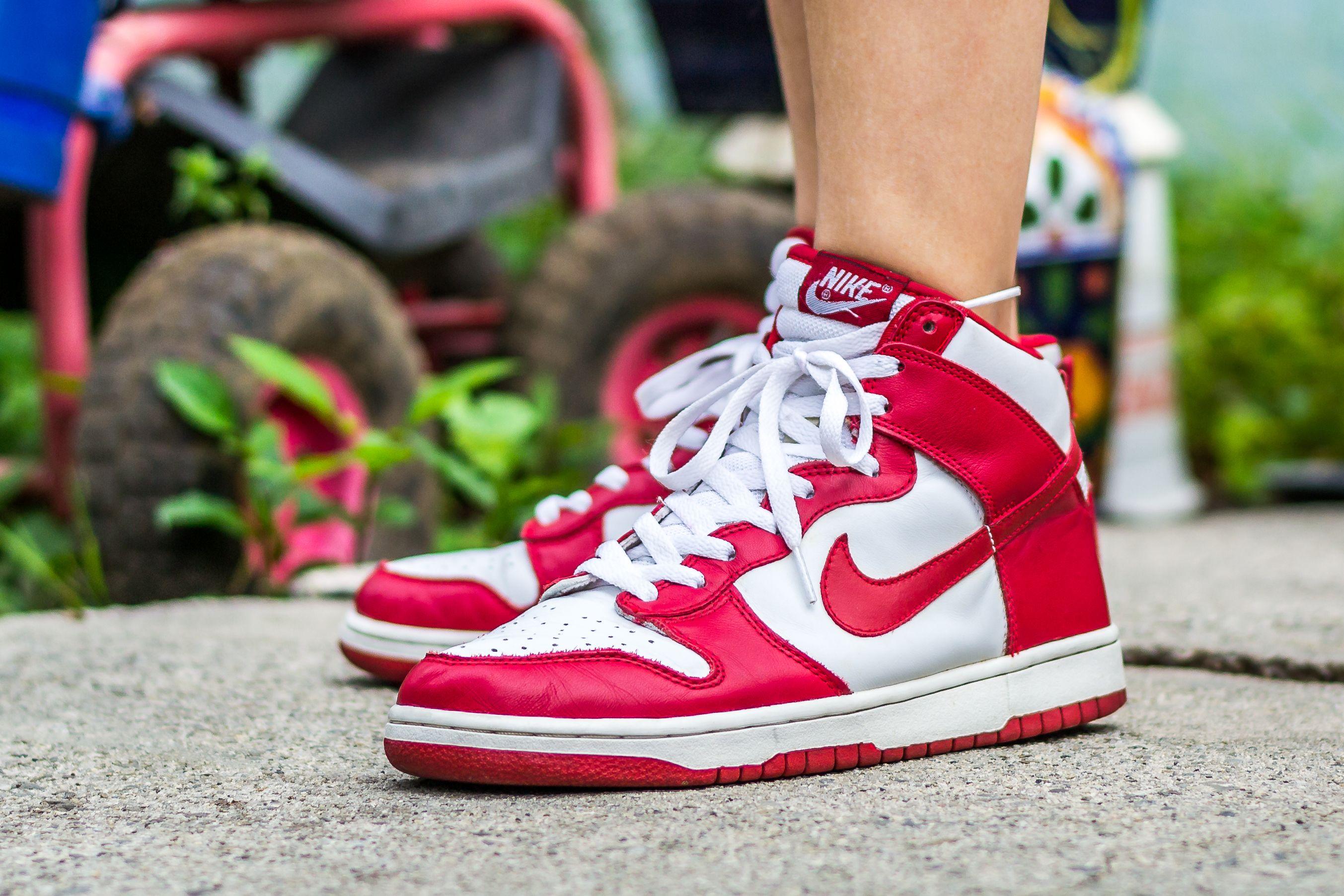 nike sb dunk high red