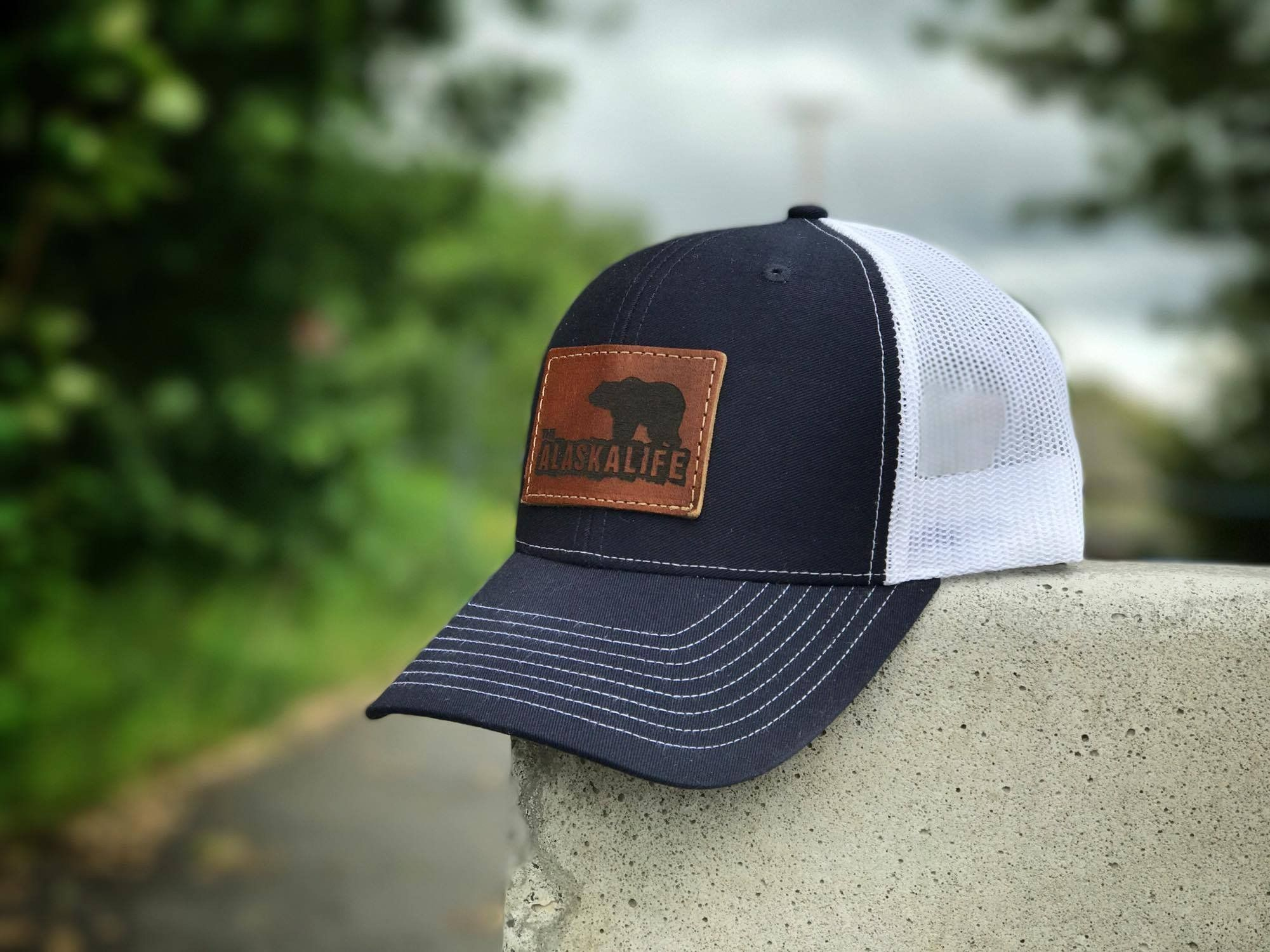 Classic Bear Leather Patch Mesh Back Hat Bear Leather Hats For Men Leather