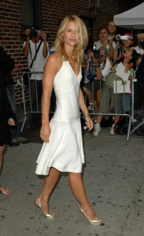 Claire Danes Height and Weight Stats - PK Baseline- How Celebs Get ...