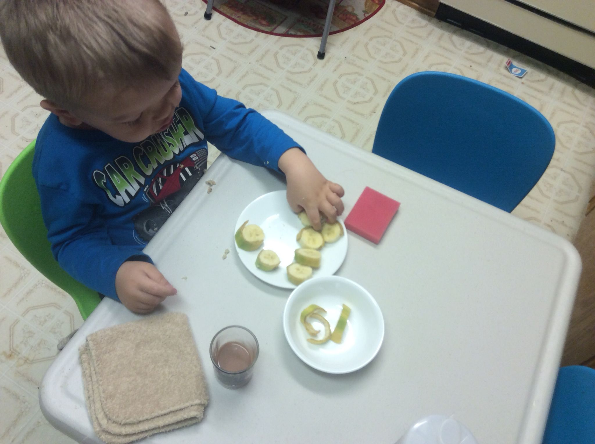 Montessori for special needs. Banana peeling. Independent feeding. Fine motor skills.