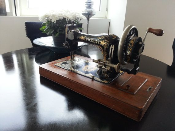 A Vickers Model De Luxe Sewing - Lot 1098873 | ALLBIDS