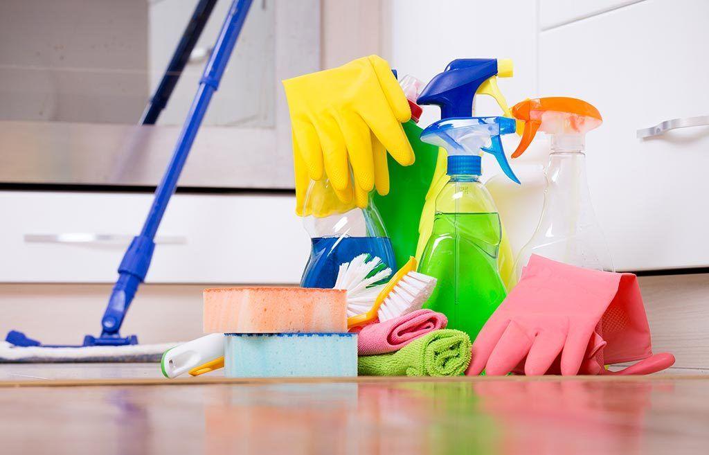 شركةالنسر الذهبي شركة نظافة عامة بالمدينة المنورة تقدم خدمة التنظيف على مستوى عالي من الخب House Cleaning Services Domestic Cleaning Domestic Cleaning Services