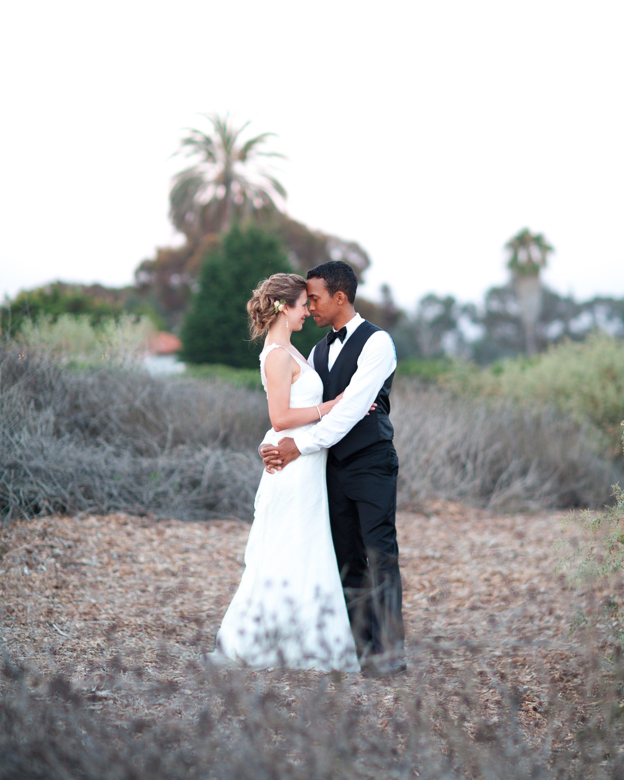 A Practical Wedding Real Weddings: This Photographer Has All The California Chill Your