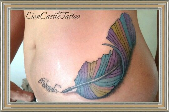 Tattoo Pluma Colores. Por LionCastleTattoo