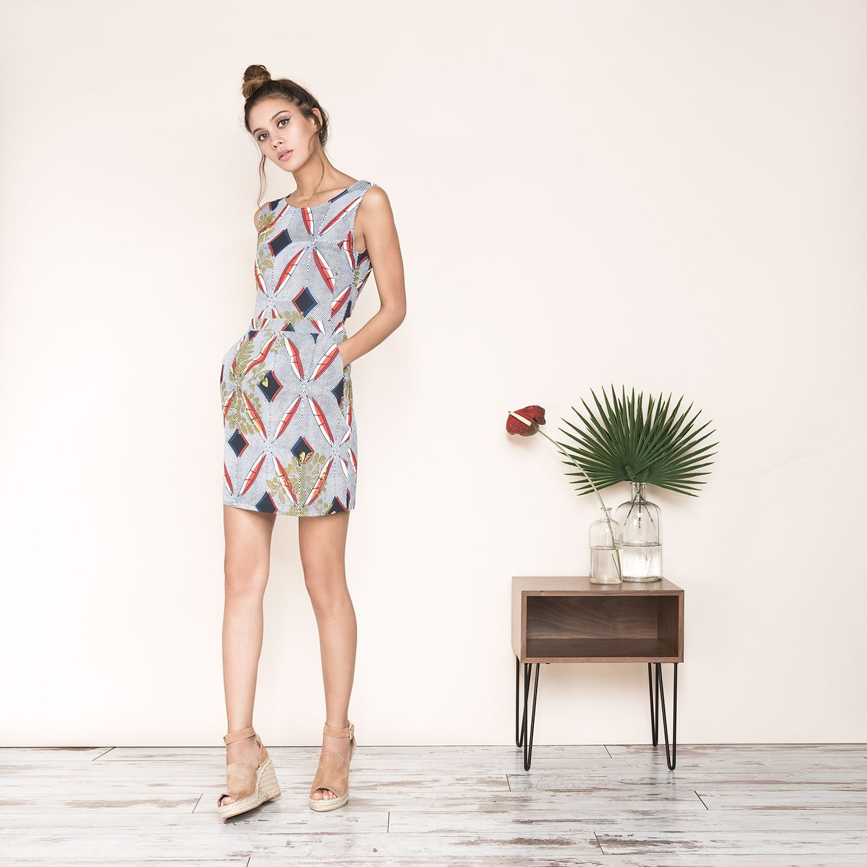 robe courte sans manches imprime wax ethnqiue reserre a la taille noue et decollete dans le. Black Bedroom Furniture Sets. Home Design Ideas
