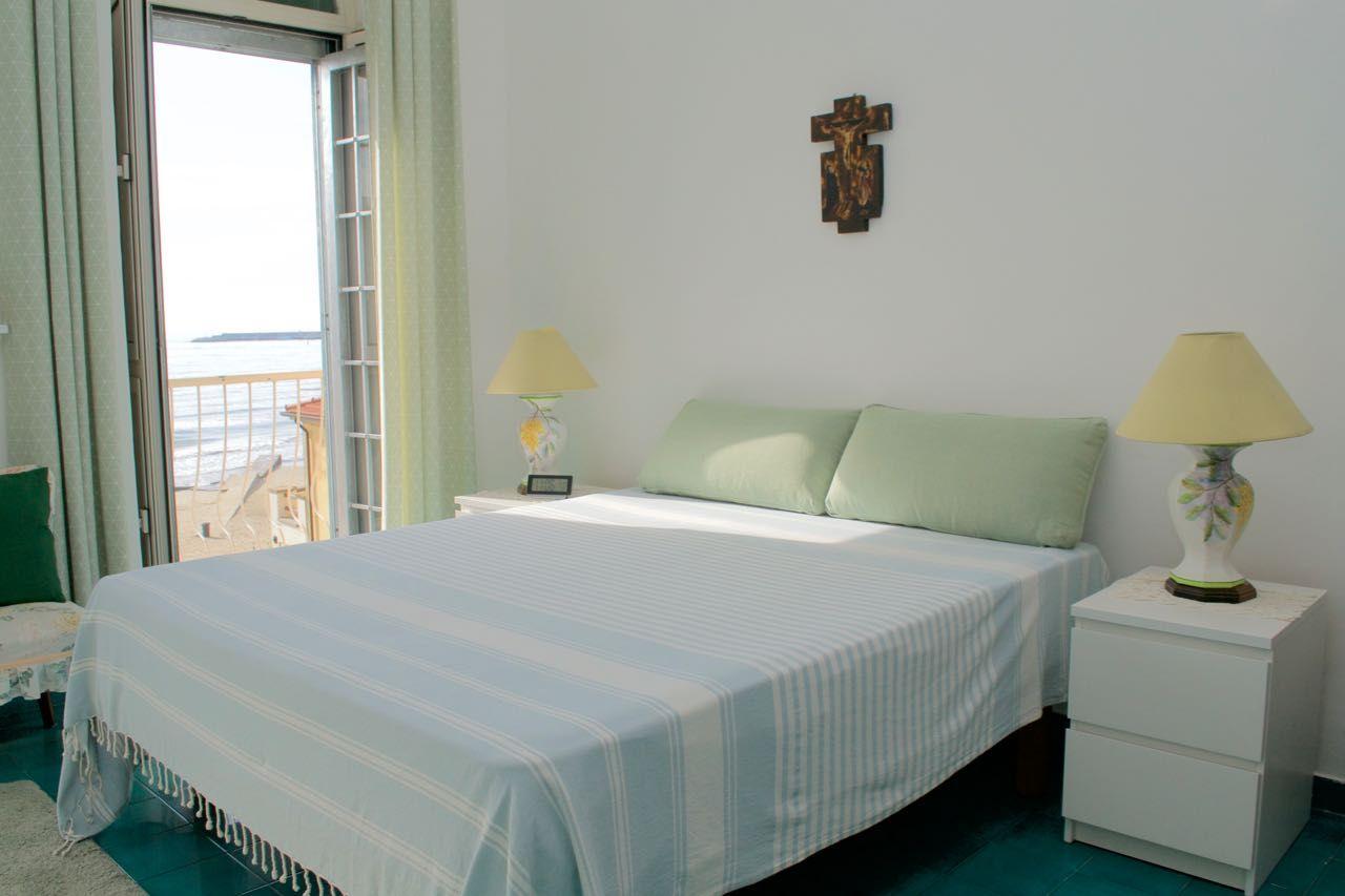 Appartamento indipendente fronte mare, piano primo