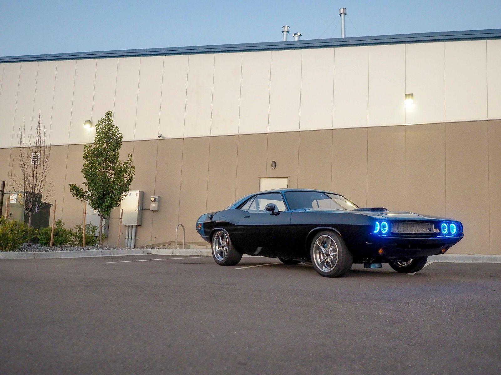1970 Dodge Challenger Show Stopper Custom Restomod 5 Speed For Sale Dodge Challenger Custom Muscle Cars Challenger