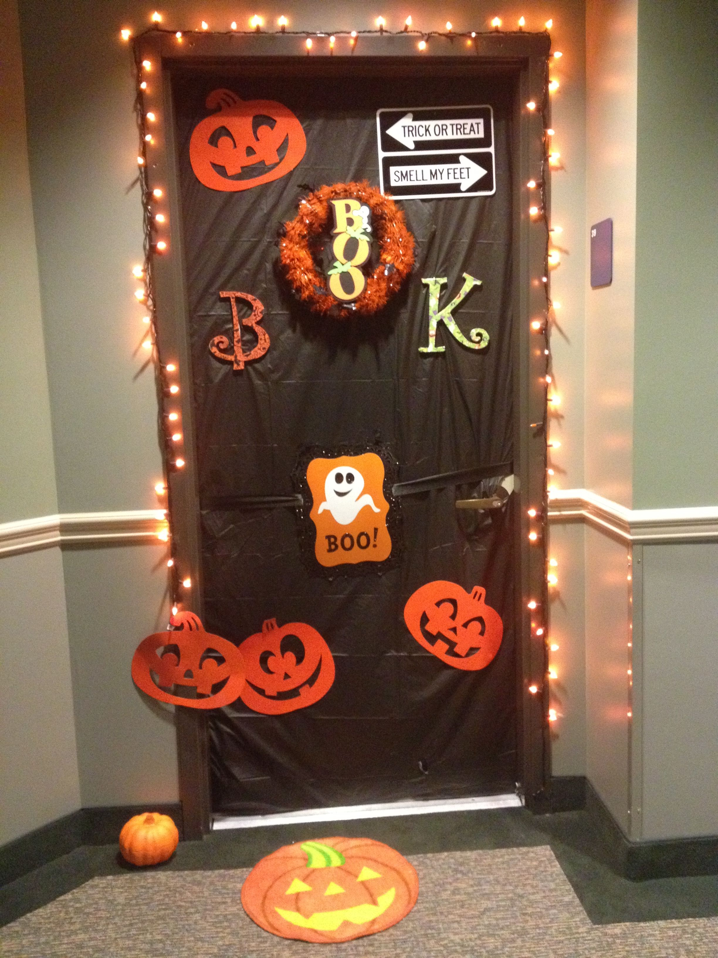 Halloween dorm door decorations - Halloween Dorm Door Decorations