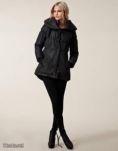 Black winter coat / Musta talvitakki