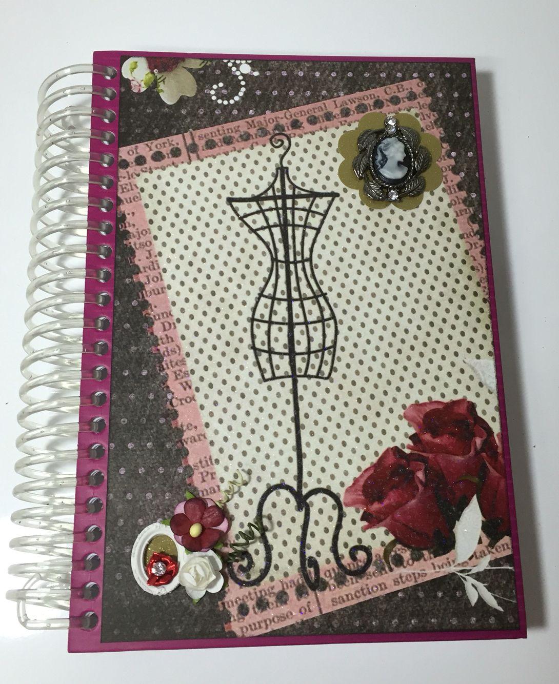 Agenda decorada com técnicas e matérias de Scrapbook