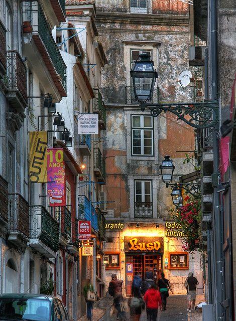 die besten 25 bairro alto lissabon ideen auf pinterest lissabon einheimische restaurants in. Black Bedroom Furniture Sets. Home Design Ideas