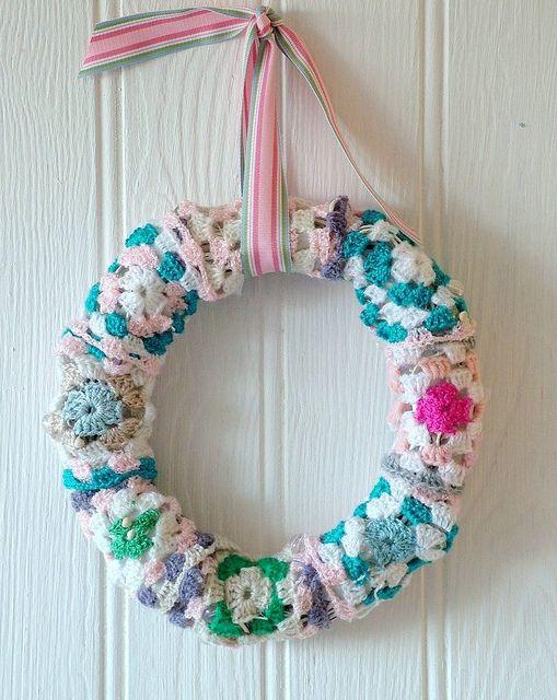 Granny Wreath | Coronas, Coronas navideñas y Ganchillo