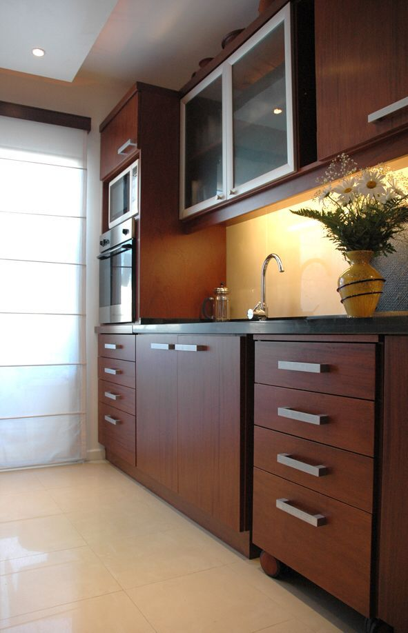 Cocina en placa de cedro carpinteria werke casa crisa for Cocinas integrales modernas de madera
